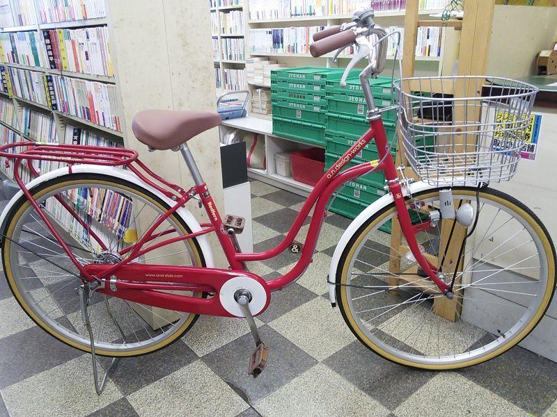 【クリックで詳細表示】〔中古自転車〕a.n.design works(エーエヌデザインワークス) シティサイクル 26インチ シングル 同色パイプキャリア 状態良好 レッド