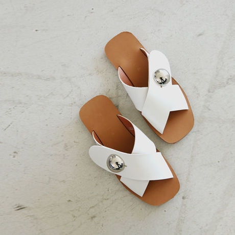volume cross flat sandal