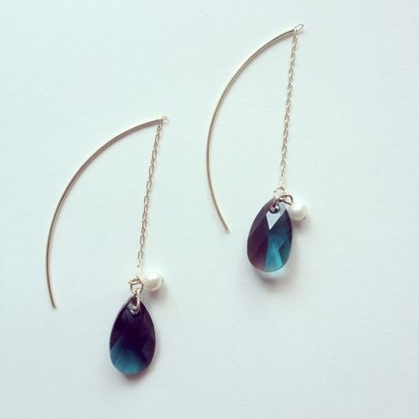 Gradation swarovski long earring