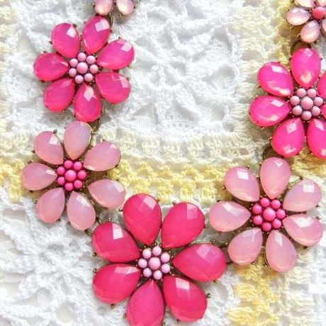 strstrawberry necklace