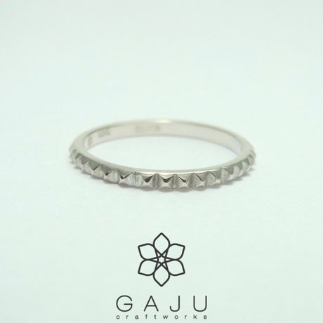 studs ring size S