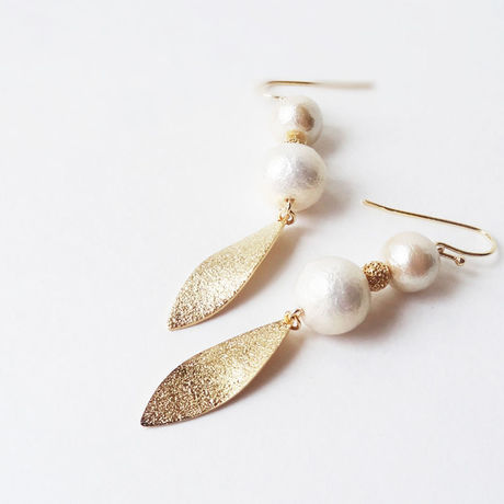 Gold-leaf and Pearl---ピアス