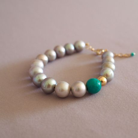 Light Gray Pearl Bracelet Point of Turquoise