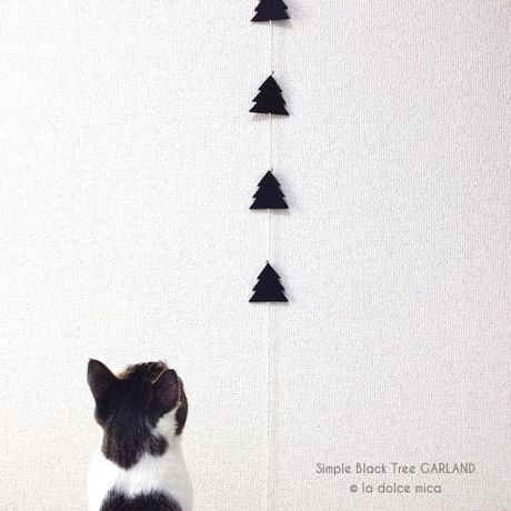 Simple Black Tree GARLAND