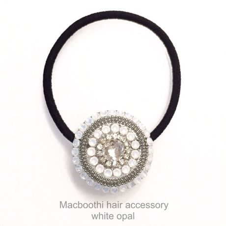Macboothi hair accessory / white opal