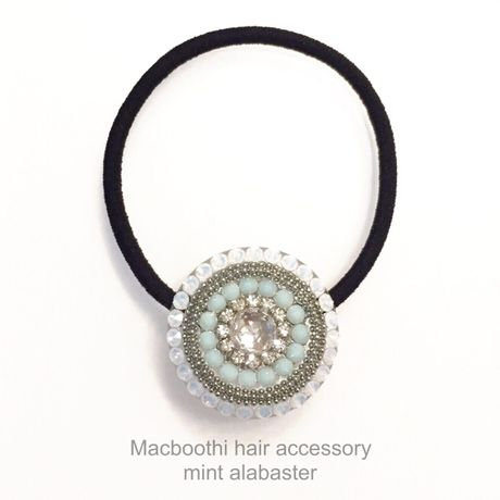 Macboothi hair accessory / mint alabaster