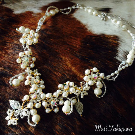 Light pearl necklace