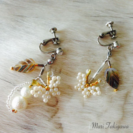 Light pearl earrings(pierce)
