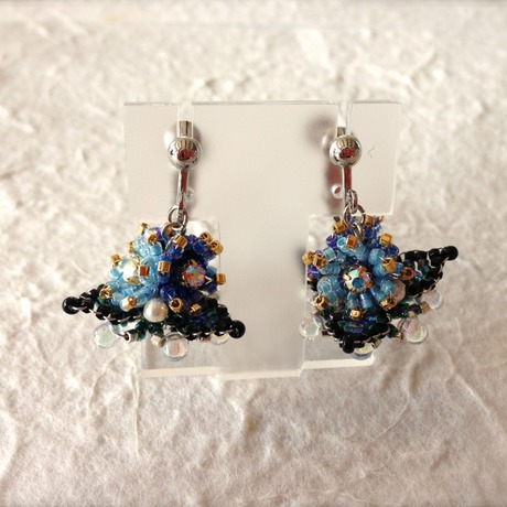Floret earrings blue UFO type
