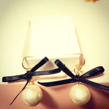 cotton pearl&bow earrings...❤︎