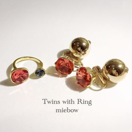 Twins with Ring G-010