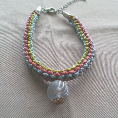 Bracelet with a bead 一つビーズのブレスレット