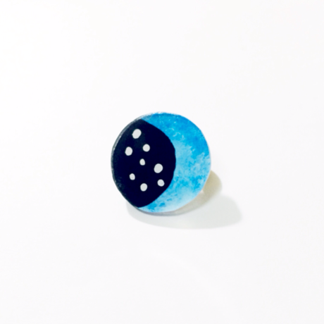 moon brooch / blue, Dot