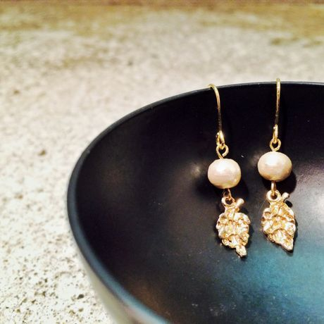 Leaf pierced earrings