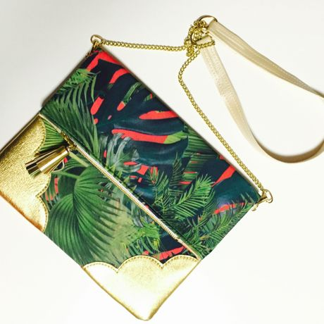 Tropical  Leaf  Chain Clutch/Red