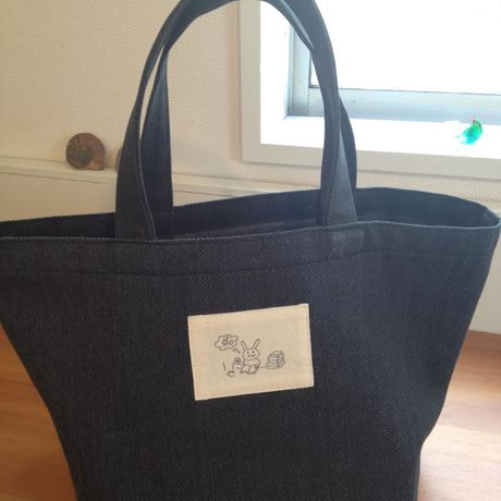 tote bag (reading rabbit 1)