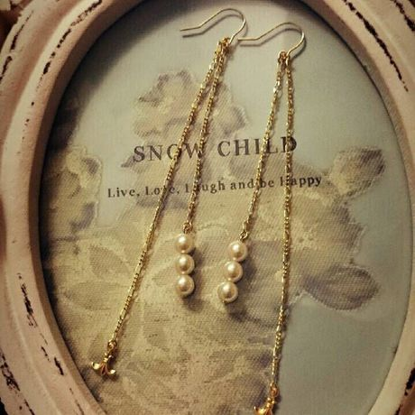 SNOW CHILD 14kgf lilyチャーム ロングチェーンパールピアス