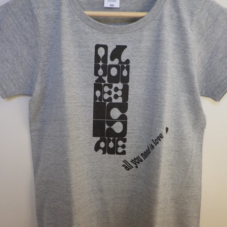 『all need is love』 Tシャツ