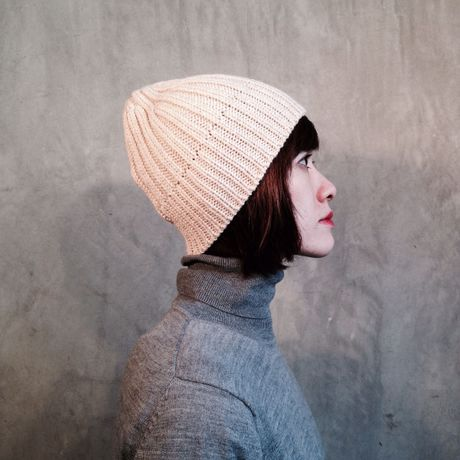 TERAIcraftment Knit cap with Leather Brooch / Off-white