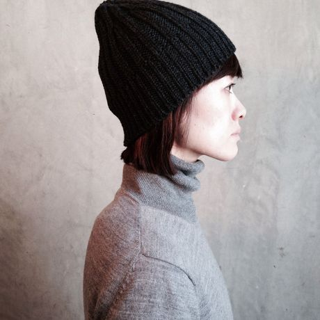 TERAIcraftment Knit cap with Leather Brooch / Charcoal gray