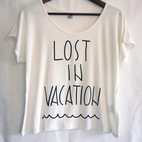 WOMEN : LOST IN VACATION