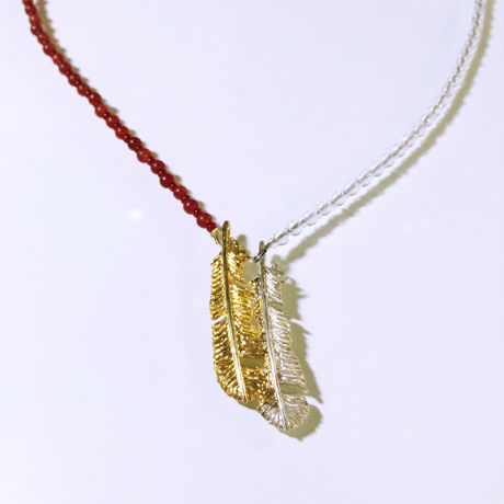 Snuggled feather pendant - Red