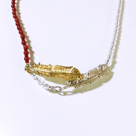 Snuggled feather pendant (flowing) - Red