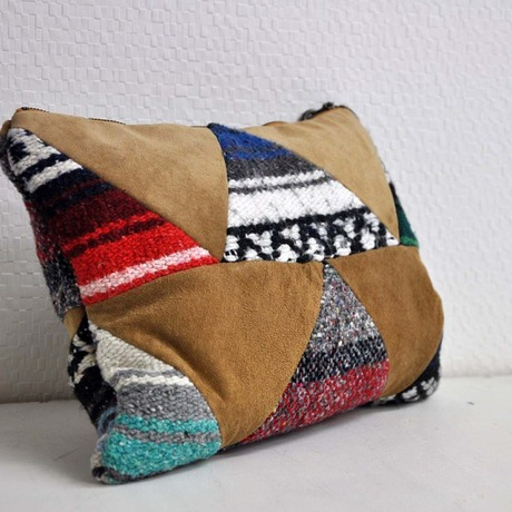 TRIANGLE PTN CLUTCH BAG / MEXICAN