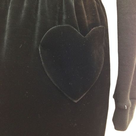 HEART POCKET SKIRT BLACK VELVET