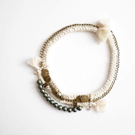 race necklace WHITE
