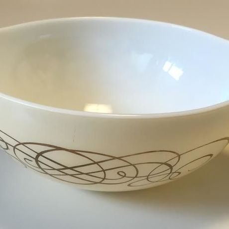 Old Pyrex Golden Scroll Promotional Cinderella Bowl Large size